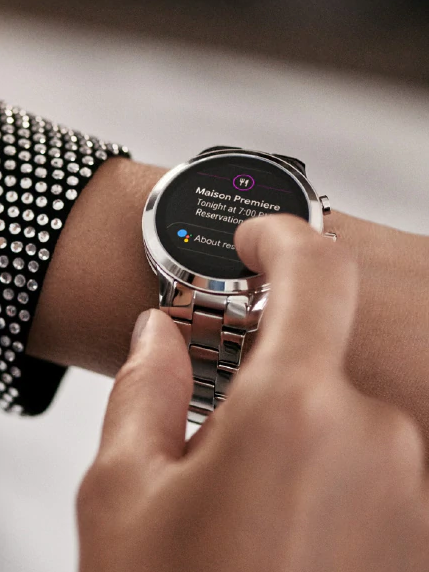 Michael-Kors-smartwatch-sofie-shoppen-bij-Wolters-Juweliers-Coevorden-Emmen